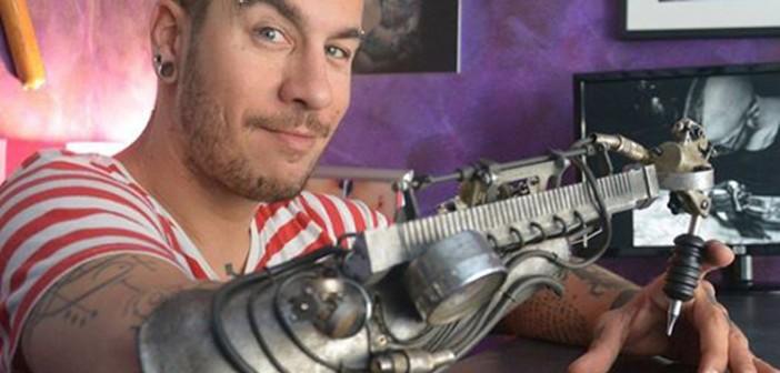 Le premier tatoueur au bras bionique… ou presque !
